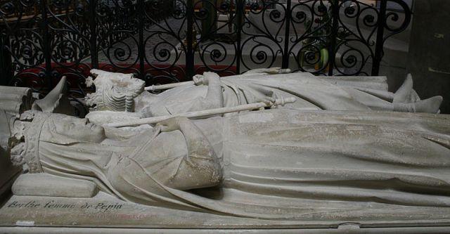 Tumba de Pipino el Breve y Bertrade de Laón en la Basilique de Saint Denis