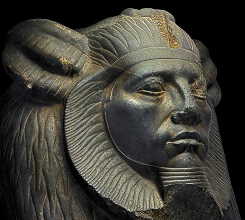 Estatua de Amenemhet III con forma de esfinge.