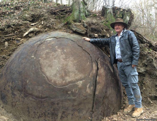 esfera-gigante-bosnia2