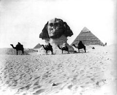 Esfinge sepultada bajo las arenas.