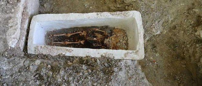 sarcofago-bebe-merovingio1